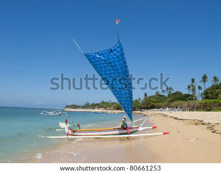 """Traditional balinese """"dragonfly&quo t; boat on the beach - stock photo"""