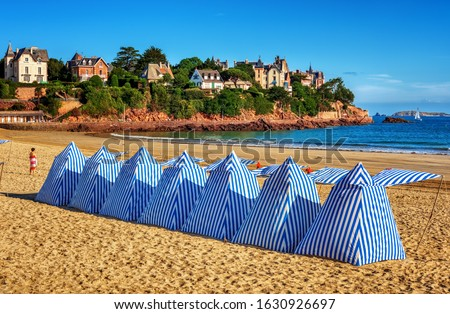 Traditional blue white striped tents on a sand beach in Dinard, Brittany, France Stok fotoğraf ©