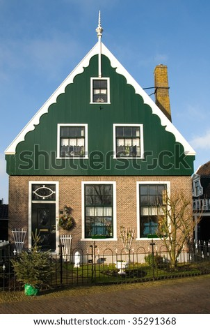 Traditional dutch house in the little village of zaanse for Classic dutch house of 60m2