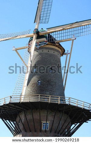 Traditional dutch windmill de Roos, De Roos is the only remaining mill of the 18 mills that once ran in Delft, the Netherlands. Foto stock ©