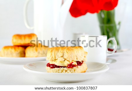 Traditional english scones with tea