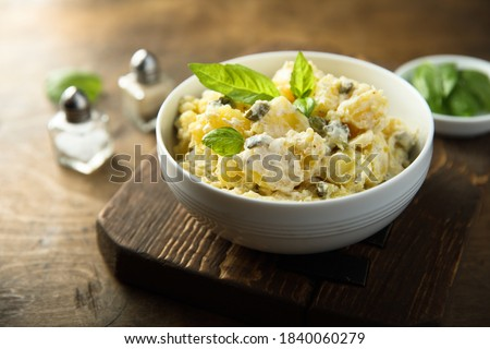 Traditional German potato salad with gherkins Foto stock ©