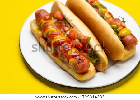Traditional hot dog with pico de gallo salad on yellow background Foto stock ©