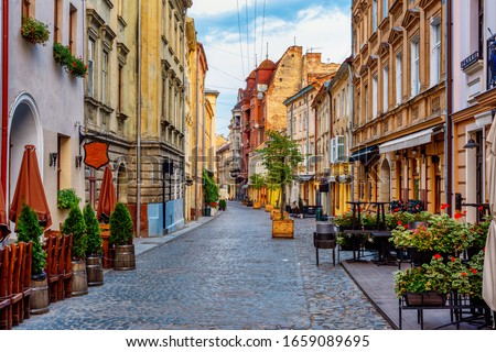 Traditional houses in a pedestrian street in historical Old town of Lviv, Ukraine Photo stock ©
