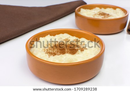 Traditional June party Brazilian dessert made of rice and condensed milk called arroz doce in white background  Foto stock ©