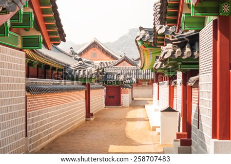 Traditional Korean architecture at Gyeongbokgung Palace in Seoul, South Korea.