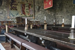 traditional medieval irish english dinner banquet in bunratty castle