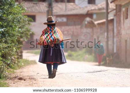 Traditional peruvian women from Cuper near Chinchero, Cusco - Peru #1106599928
