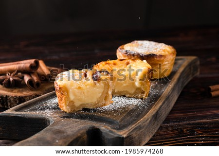 traditional portuguese cakes pasteis de nata. Typical Portuguese custard pies Pastel de Nata or Pastel de Belem Foto stock ©