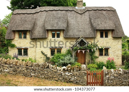 Traditional quaint cottage in Cotswolds, England