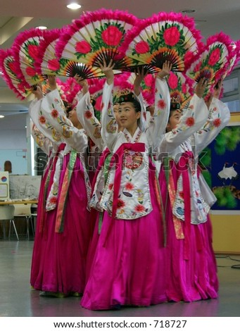 Traditional South Korean Fan Dance Stock Photo 718727 : Shutterstock
