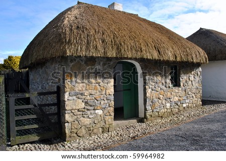 traditional thatched irish cottage