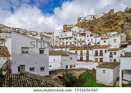 Traditional white village in inland of Spain. It's called Pueblos Blancos in spanish. White houses on the rocks.  Stockfoto ©