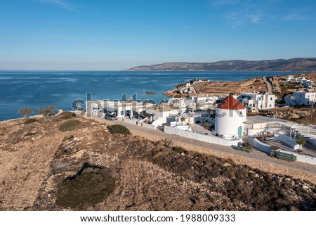 Traditional windmill and whiewashed buildings in Ano Koufonisi island, Small Cyclades, Greece. Aerial drone view. Calm sea, blue sky background. Foto stock ©