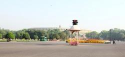Traffic of New Delhi aroung India Gate