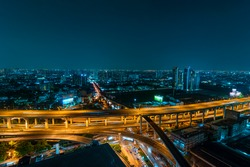 Traffic to the business landscape. With the main road and rail evening Bangkok.