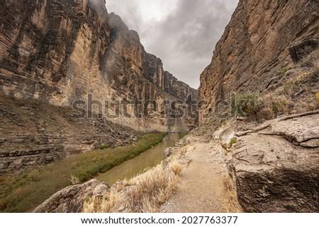 Trail Parallels the Rio Grande River as both head into Santa Elena Canyon Stok fotoğraf ©