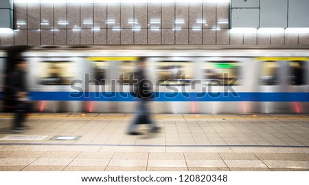 train arrival and people is running