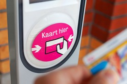 Train automated check-in on a Dutch railway station with the Dutch text 'Card here'