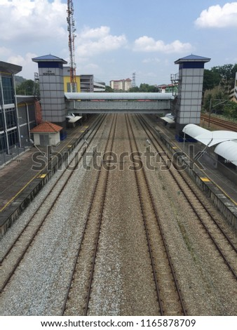 Train commuter KTM Komuter Malaysia view from above at Serdang Station. Stok fotoğraf ©