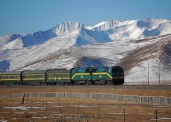 Train on the Tibetan Plateau