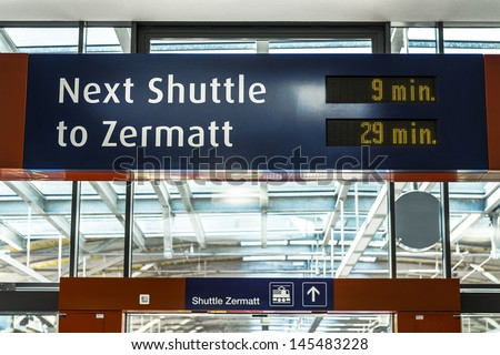 train station shuttle zermatt, signpost waiting time