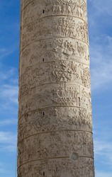 Trajan's Column(Colonna Traiana)is a Roman triumphal column in Rome,Italy.Completed in AD113.The most famous is spiral bas relief, which artistically represents the wars between the Romans and Dacians
