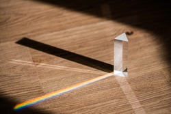 Transparent prism for light education expriments