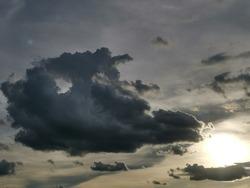 Transparent sky, dense clouds Before the sun began to set