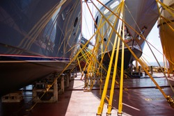 transportation of yachts by heavy lift vessel, securing and lashing