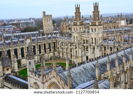Travel, sightseeing England, United Kingdom, Oxfordshire. Iconic buildings of Oxford, university town/city. Top views. Oxford´s streets, college, Radcliffe camera. Popular tourist attractions. #1127700854