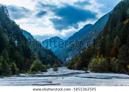 Travel to fabulous Slovenia, Eastern Julian Alps. Great Pysnitsa Stream. The shores of Lake Jasne. The famous Triglav Park. The mountains are overgrown with dense mixed forest Zdjęcia stock ©