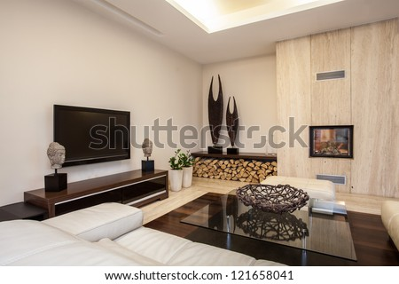 Travertine house: Bright and pleasant living room in house