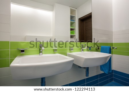 Travertine house - contemporary, colorful bathroom for two children
