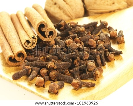 Tray made from wood with cloves and cinnamon