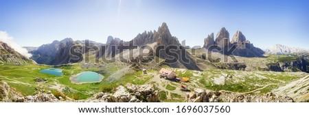 Tre Cime di Lavaredo Locatelli refuge (Three Peaks of Lavaredo or Drei Zinnen) national park summer landscape. Foto d'archivio ©