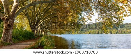Trees and path along the shoreline of Baldeneysee reservoir near Essen in Germany's Ruhrgebiet in autumn. Stock foto ©