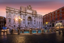 Trevi fountain sunrise, Vatican Roma.