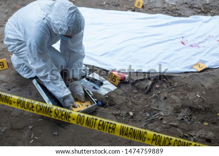 Triangle-shaped evidence track and victims body in the middle.