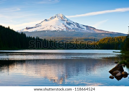 Trillium lake mount hood scene , oregon , USA