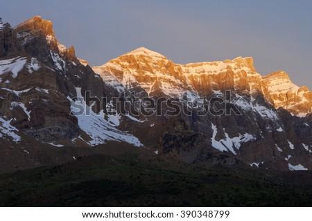Triptico Peak (2612 m.), Pabellon Peak (2702 m.), Rico Peak (2704 m.) and Retona Peak (2721 m.), Partacua Mountains, Tena Valley, Pyrenees, Huesca, Aragon, Spain. Foto stock ©