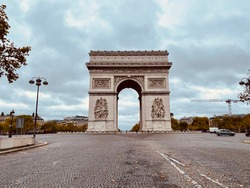 Triumphal arc in Paris during lockdown