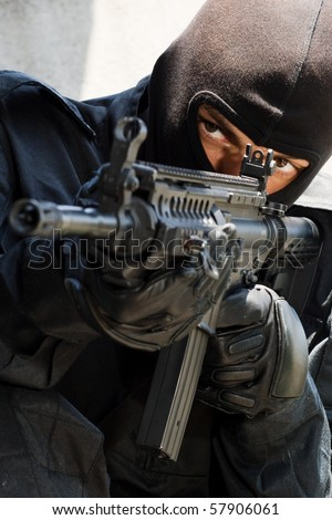 Trooper in black mask targeting with an american M-4 gun