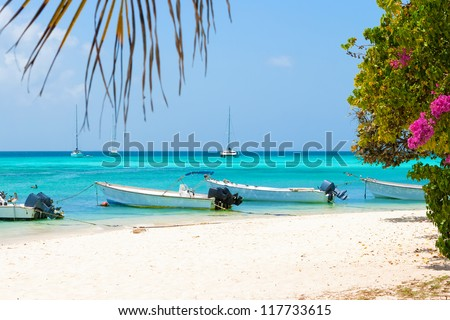 Tropical beach of island Gran Roque with boats, archipelago Los Roques, Venezuela