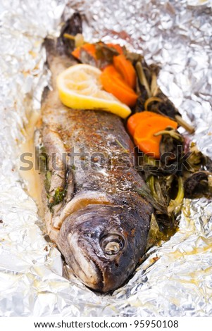 trout cooked in foil with vegetables and herbs