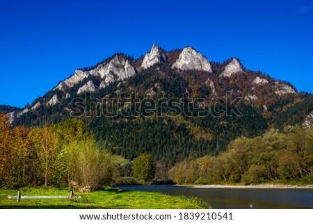 Trzy Korony Massif in autumn. Pieniny Mountains, Poland. Zdjęcia stock ©