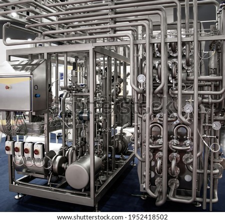 Tubular Aseptic UHT Pasteurizer with Vacuum Deaerator. Food industry Foto stock ©