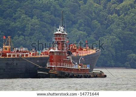 Tug on the Hudson