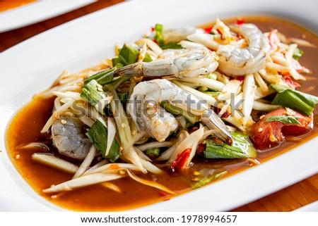 Tum Khung kod.Som Tum or Thai shrimps papaya spicy salad.Traditional Thai cuisine Zdjęcia stock ©