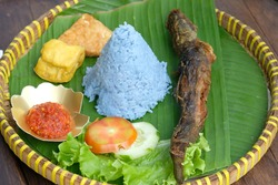 Tumpeng Pecel Lele is Cone-shaped rice, dyed with natural dye from the essence of the telang flower (Asian Pigeonwings Flower, Clitorea Ternatea). Fried catfish, fried tempeh,  fried tofu,vegetables.